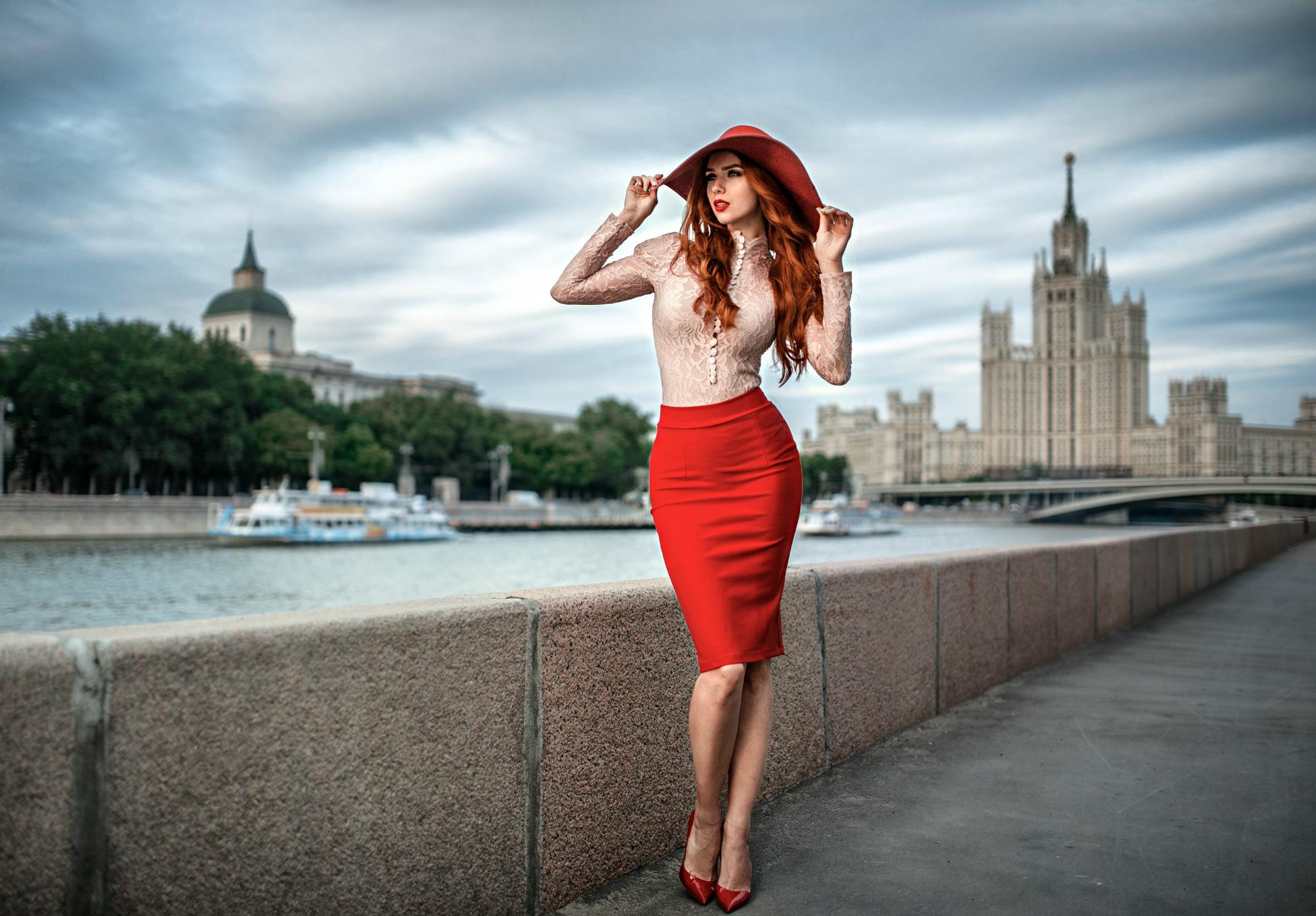 Леди на набережной Москвы-реки