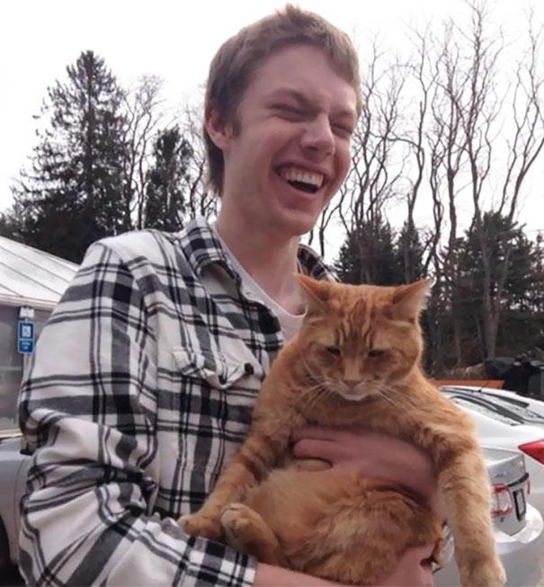 Слепой мальчик и кошка
