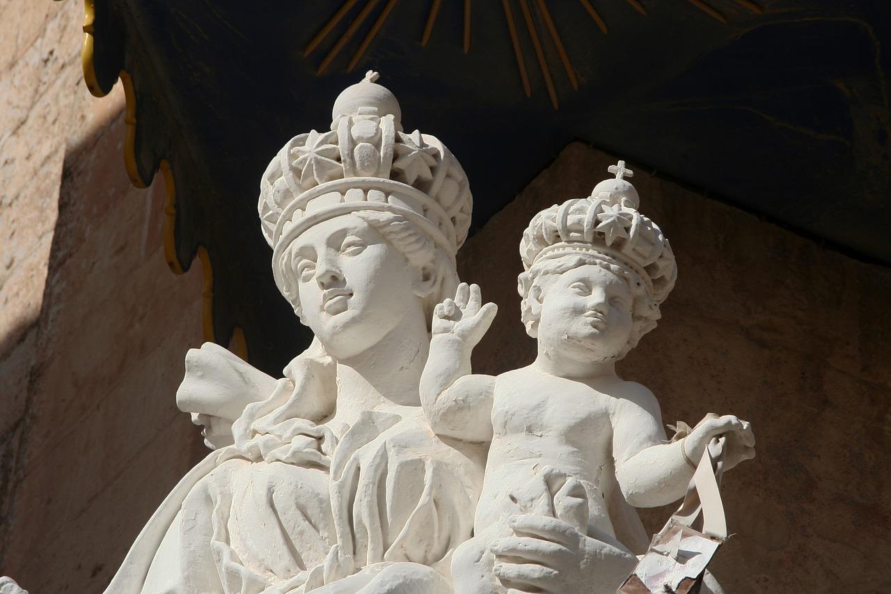 Статуи одного из соборов Мдины