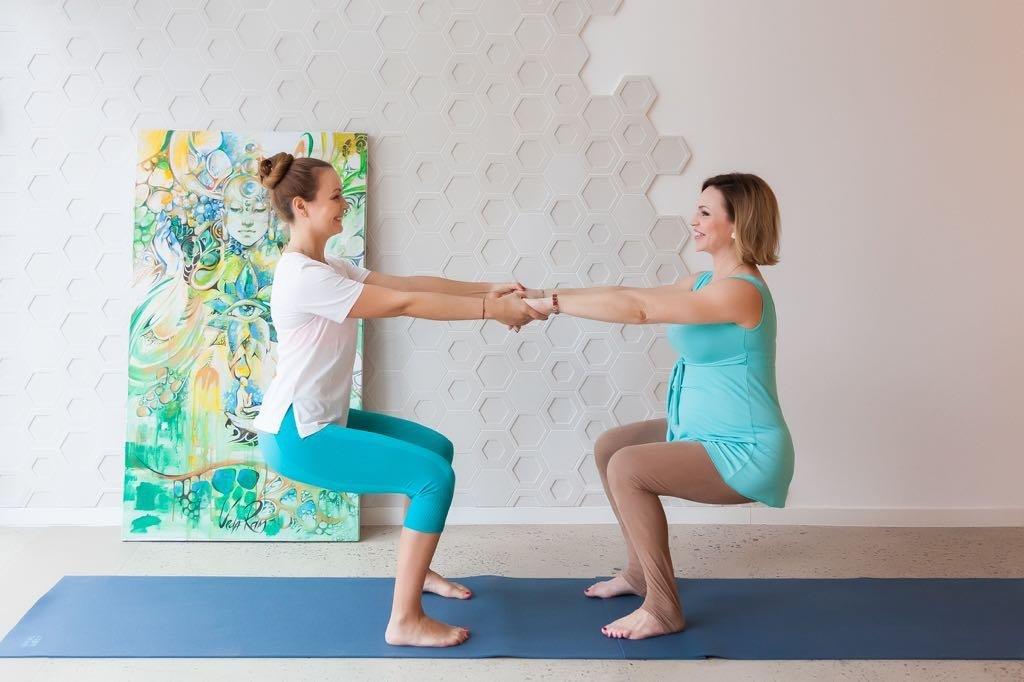 Занятия беременных с инструктором