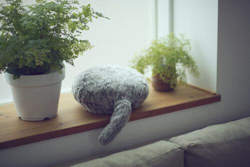 Японский кот робот помогает справиться с тревогой