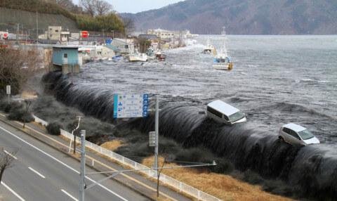 Начало одного из самых страшных цунами в истории, живая съемка очевидцев