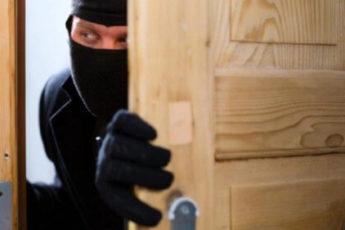 Грабители войдя в квартиру увидели 6-летнюю девочку