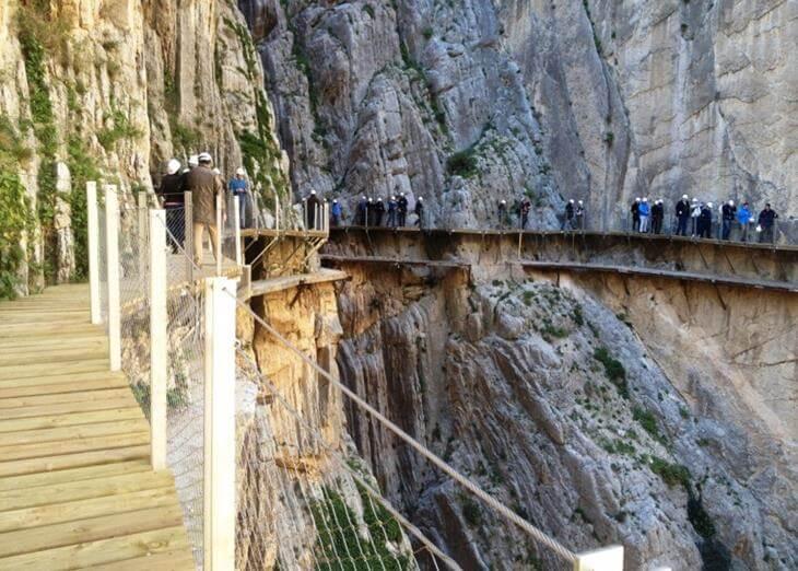 mosty-kotorye-pugayut-mnogih-turistov-10