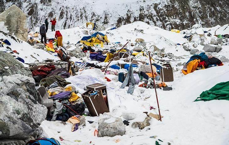na-evereste-tela-umershih-alpinistov-ispolzuyut-kak-vehi-9