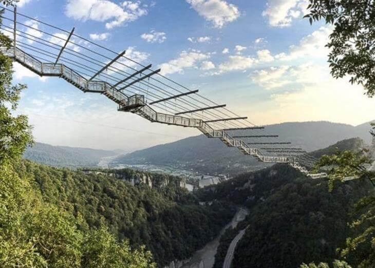 mosty-kotorye-pugayut-mnogih-turistov-2