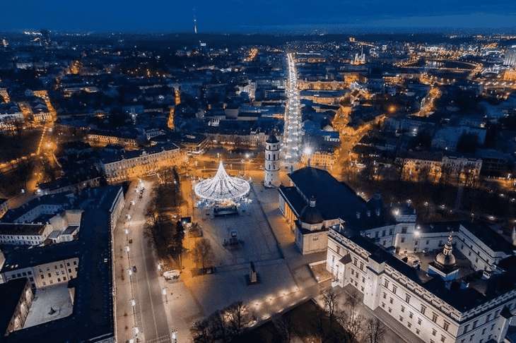 velikolepnaya-rozhdestvenskaya-elka-v-vilnyuse-8