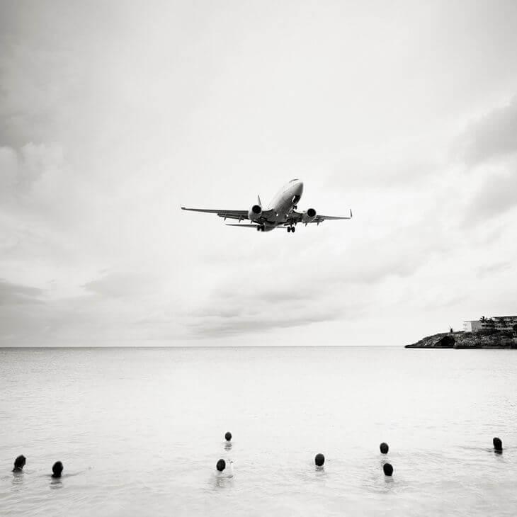 bezumnaya-posadka-samolyotov-na-ostrove-sen-marten-3