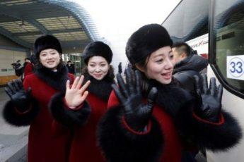 Северокорейские болельщицы на Олимпиаде в Пхёнчхане