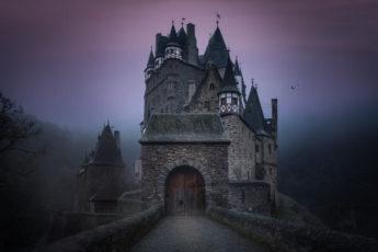 Мистические замки-отели Европы