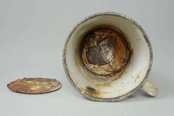 70 лет эта кружка стояла в музее Освенцима