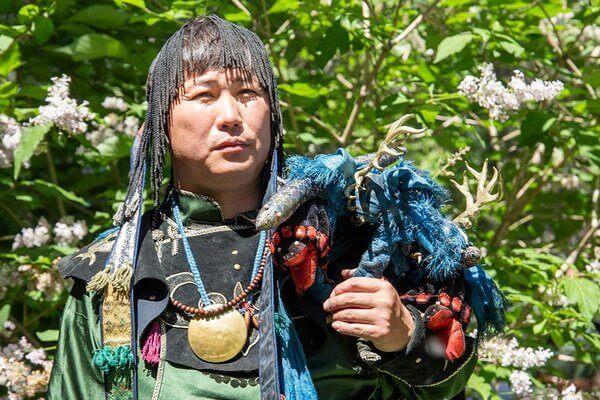 6 цитат шамана о стоимости обрядов, лечении от алкоголизма и о том, как стать одним из них