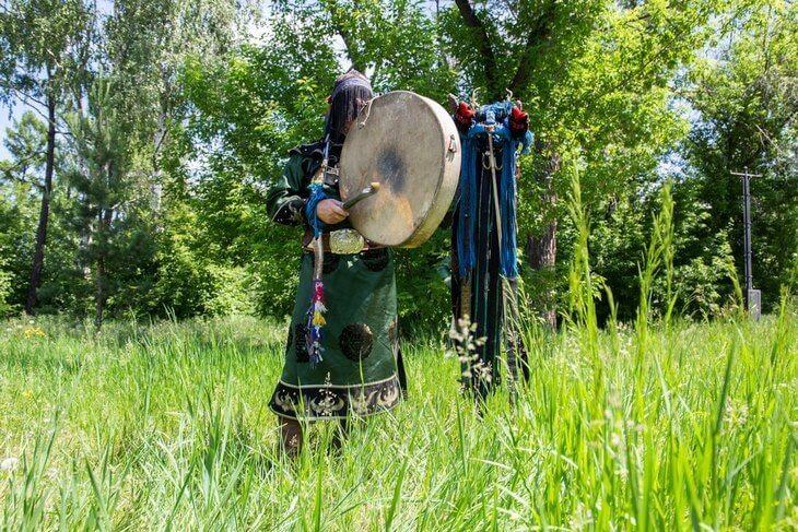 https://luxalux.ru/6-tsitat-shamana-o-stoimosti-obryadov-lechenii-ot-alkogolizma-i-o-tom-kak-stat-odnim-iz-nih