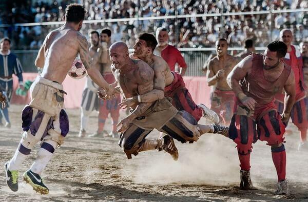 Флорентийский кальчо — самый брутальный и жесткий спорт в мире, фото и видео