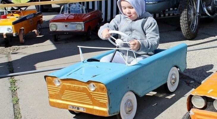 https://luxalux.ru/detskie-pedalnye-avtomobili-vremen-sssr-7