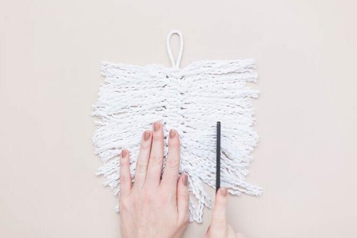 makrame-dlya-nachinayuschih-pletenie-pera-na-stenu-svoimi-rukami-15