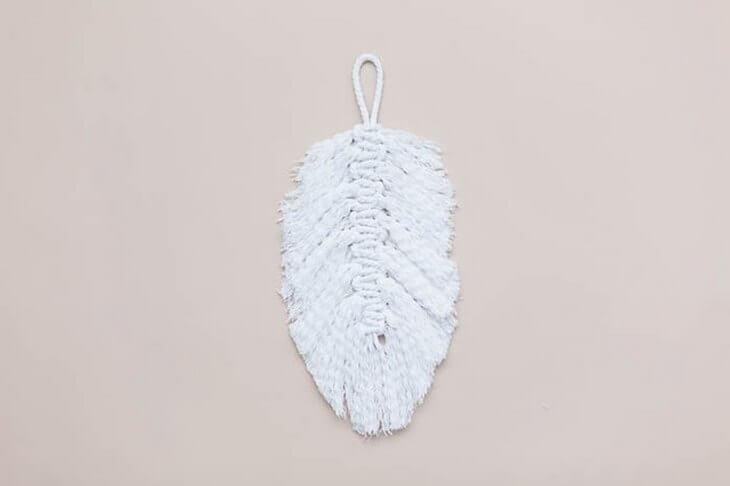 makrame-dlya-nachinayuschih-pletenie-pera-na-stenu-svoimi-rukami-18