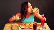12 распространенных вечерних привычек, вызывающих увеличение веса