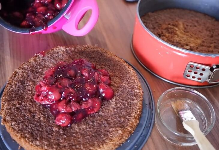Kak-prigotovit-shokoladnyj-tort-s-vishnej-recept-s-foto-post-luxalux.ru